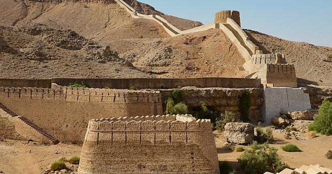 سندھ کی 32کلومیٹر طویل دیوار چین کس نے تعمیر کروائی؟ ہزاروں سال پرانا پراسرار راز