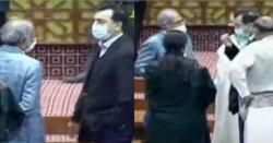 دوپرانے ساتھیوں یوسف رضاگیلانی اورحفیظ شیخ کی قومی اسمبلی  میں ملاقات،کیاکرتے رہے؟جانیںگے تودنگ رہ جائیںگے