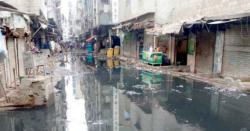 شگرکی سڑکیں ٹوٹ پھوٹ کاشکارہوکرتالاب میں تبدیل