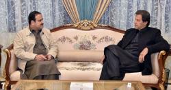 وزیر اعظم ایک بار پھر عثمان بزدار کےساتھ ڈٹ کر کھڑے ہوگئے