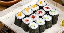 مفت 'سوشی' ڈش کھانے کےلیے 100 افراد نے اپنے نام مچھلی پر رکھ دیئے