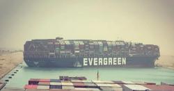 1300 فٹ لمبا دیوہیکل بحری جہاز نہر سوئز میں پھنس گیا، تجارتی سرگرمیاں متاثر