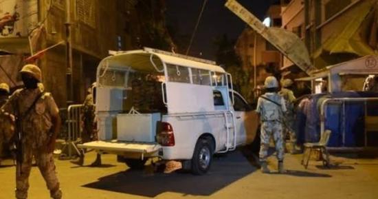 کراچی میں تاجر آپے سے باہر ۔۔۔۔۔ رینجرز اہلکاروں کو تشدد کا نشانہ بنایا
