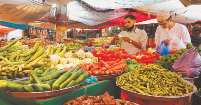 کورونا وائرس کا معاملہ ۔۔ راولپنڈی میں لاک ڈاؤن کے دوسرے روز ایس او پیز کی دھجیاں اڑا دی گئیں۔