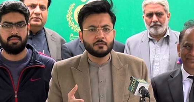 قومی اسمبلی کے اجلاس میں حکومتی رکن اسمبلی اکرم چیمہ بوتل لگنے سے زخمی ہو گئے ہیں