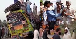 بس اورٹریلرمیں تصادم، 27 افراد جاں بحق،ہسپتالوں میں ایمرجنسی نافذ ،ملکی فضا سوگوار