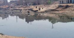 کورونااپنے عروج پر،سیوریج لائن کی لیکج سے پانی عوامی تالاب میں ملنے لگا