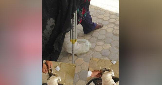 افغانستان سے علاج کیلئے آنے والی خاتون کی ٹانگ سے ایسی چیز برآمد کہ بارڈر پر موجود سیکیورٹی اہلکار بھی ہکا بکا رہ گئے