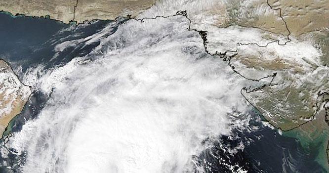 خطرناک ترین سمندری طوفان گلاب کب تک ساحل سے ٹکرائے گا،پاکستان کو کتنا خطرہ ہے۔محکمہ موسمیات نے الرٹ جاری کردیا، پاکستانیوں کیلئے بڑی خبر